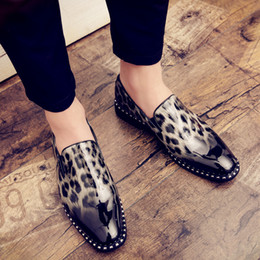2019 il vestito promana il leopardo Vendita calda-uomini scarpe da sera in pelle verniciata leopardo scarpe uomo nuovo oxford per gli uomini scarpe formali ufficio mocassini casual festa prom appartamenti sconti il vestito promana il leopardo
