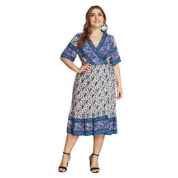 Más el tamaño de la moda étnica online-Mujeres más el tamaño floral vestido de playa verano boho étnico impreso sexy fashion street casual gran tamaño vacaciones una línea vestidos midi