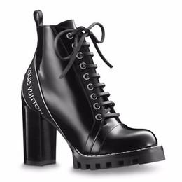 Argentina De alta calidad de las mujeres de charol botín botín moda chica con cordones botas de suela de goma con caja amarilla supplier yellow rubber boots women Suministro