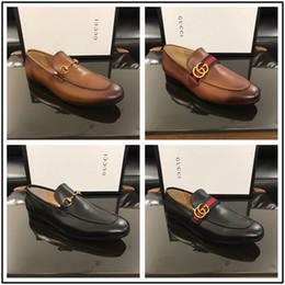 2019 zapatos hombre cuero mocasín casual 19ss Marca de Lujo Diseñador de Marca Hombre Pisos Casuales Zapato de cuero de piel de Vaca Slip-on Mocassin Botón de Metal Hombres Traje Zapato Zapatillas Tamaño 38-45 zapatos hombre cuero mocasín casual baratos