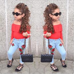 джинсовая вышивка Скидка Детский летний комплект детской одежды Детское дневное платье Европа горячий стиль детский пиджак плечо + розовые джинсы брюки