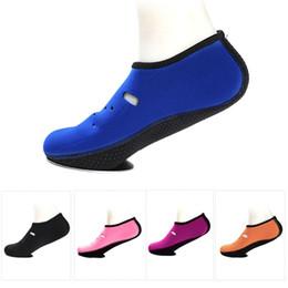 2019 bambini per bambini 1 paio di scarpe da acqua antiscivolo pantofole calzini da immersione a piedi nudi ad asciugatura rapida calzini da spiaggia per lo snorkeling da nuoto per uomo donna