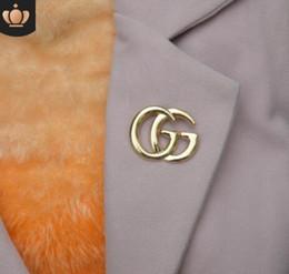 2019 invitaciones de boda broche La marca de lujo más nueva broche de diamantes de imitación famoso diseñador traje de solapa Pin para mujeres accesorios de joyería con envío rápido 2019