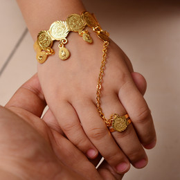 2020 baby mädchen perlen armbänder Wando Baby Münze Armbänder / Armbänder Goldfarben-Heart-shaped glückliche Perlen-Kette Fashion Dubai Arabien Israel Schmuck Geschenke günstig baby mädchen perlen armbänder