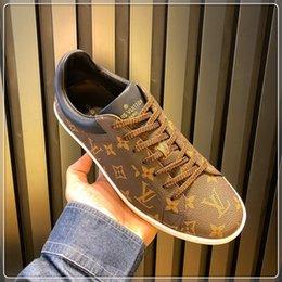 Hombres Moda Hombres Zapatos de cuero de lujo zapatillas de deporte casuales zapatos de los planos con cordones Spots zapatos de los hombres con la caja original desde fabricantes