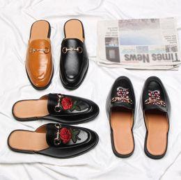 хаки обувь для мужчин Скидка Мода кожаные мокасины дизайнер тапочки Мужская обувь с пряжкой мода Мужчины Женщины Princetown тапочки дамы повседневная мулы квартиры 35-46