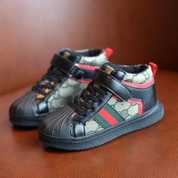 a750fa6e6c6a 2019 nueva tendencia de bebés varones zapatos planos de cáscara moda niños  calzado deportivo primavera otoño niños zapatillas de invierno cálido botas  ...