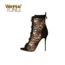2020 peep toe black evening shoes Moda Mulheres de Sapatos Peep toe Lace-up sexy Partido Evening salto alto Lace preto e Almond Botas desconto peep toe black evening shoes
