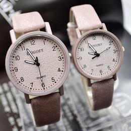 horloges de tendance Promotion 2019 Mode Simple Couple D'étudiantes Couple Amoureux Montre Casual Tendance En Cuir Dames Quartz Montre-Bracelet Cadeau Robe Horloge Reloj Mujer