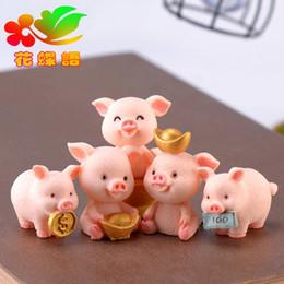 Cerdos de resina online-Cerdo Diy Resina Decoración de la Torta de Dibujos Animados Dormitorio Oficina Jardín Rosa Ornamento Vertical Coche Creativo Venta Caliente Colgante 1 2cjD1