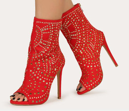 2020 botas de estilete vermelhas abertas Moraima Snc rebites Stud embelezado Peep Toe Stiletto Botas Sexy Abra Toe Red Suede sapatos de salto alto tornozelo Botas botas de estilete vermelhas abertas barato