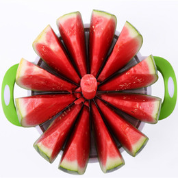 Cuchillo de melon de fruta online-Herramientas prácticas de cocina Cortadora de sandía creativa Cortador de melón Cuchillo 410 Corte de frutas de acero inoxidable Cortador de frutas Herramientas de frutas