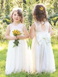Abiti baby carino per matrimoni online-2019 Cute Full Lace Country Flower Girl Dresses For Weddings Nuovo Boho Fashion Little Baby Comunione Dress A Line Kids Abbigliamento formale