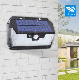 Lampade da parete usb online-800 lm luce di sicurezza solare illuminazione 55 leds lampada solare per giardino parete cantiere di ricarica USB con telecomando tre modalità