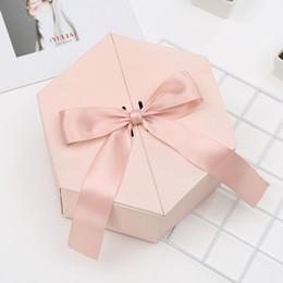 Caja de dulces día dulce online-envases Sweet Day boda del nudo de caramelo almacenamiento de cookies caja de regalo de cumpleaños Hexágono exclusivo regalo partido de la caja de San Valentín