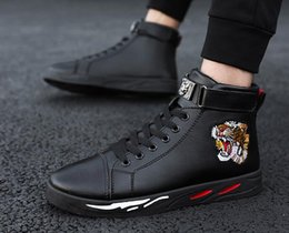 Placa de sapato on-line-Homem outono inverno high upper shoes student board sapatos Martin botas casuais board shoes botas de couro