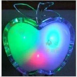 Canada Vente en gros- Belle lampe de nuit colorée LED Apple Night US Plug Lampe de chevet LED Lampe de chevet à économie d'énergie Veilleuse pour enfants Offre