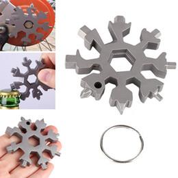 Herramienta llave hexagonal online-18 en 1 Snowflake Multifunción Pocket Tool Spanner Hex Wrench Camp Sobrevivir Herramientas de caminata al aire libre Llavero Envío gratis