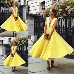 Aline robes de soirée en Ligne-Robe de bal en dentelle jaune Aline Applique froncée sans manches en mousseline de soie longueur de robe de soirée Robe de soirée sur mesure