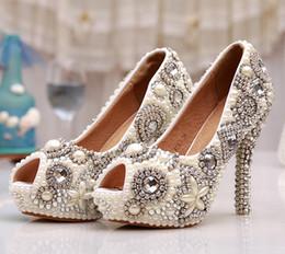 2019 marfil zapatos de boda perlas diamantes Hecho a mano de marfil Glitter Diamond Wedding Party Prom Heels Rhinestone Peep Toe Bombas Mujeres Perla de cristal zapatos de novia marfil zapatos de boda perlas diamantes baratos