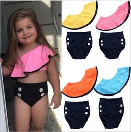 culotte bouton Promotion Maillots de bain enfants Designer vêtements filles épaule oblique Bikini bébé Falbala maillot de bain Crop Tops Boutons Culottes Swim Diaper Cover Briefs A5420
