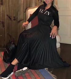 Ficar de pé on-line-Designer Mulheres Vestido Preto Gola Mangas Compridas Pregas Vestido Longo Womne Carta Imprimir Zipper Estilo Celebridade Vestido