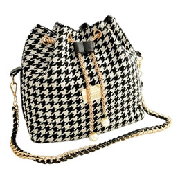 Sacchetti di benna della tela di grandi dimensioni online-Donne Houndtooth Bag Catene Fashion Bucket Bag Canvas Patchwork Shoulder Bag Messenger Borse Griglia in bianco e nero