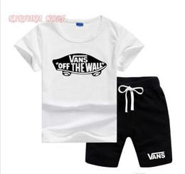 2019 ropa de lujo de acción de gracias VansLogo Luxury Designer Toddler Kids Boy Clothes Verano manga corta 94% Camiseta de algodón Tops + Shorts Pantalón Traje Ropa de niños Set 2-7T
