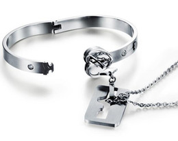 2019 verrouillage clé couple bracelet Couple titane Bracelet de serrure Bracelet Titanium Bracelet Collier Ensemble de bijoux en acier au titane Valentine Day verrouillage clé couple bracelet pas cher
