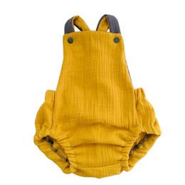 Bequeme leinenbekleidung online-Babyspielanzug einfarbig Baumwolle und Leinen Sling Strampler einfache niedliche ärmellose Overalls bequeme Kinderbekleidung