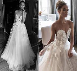 Vestido de noiva de flor rosa branca on-line-Ilusão Jewel Decote Embellished Ruched Corpete Vestidos De Casamento Elihav Sasson 3D Rose Flor Branco Vestidos De Casamento Do Trem