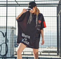 2019 Yaz Yeni Graffiti Baskılı Kadın T Shirt Boy Kapşonlu Tişörtlerin Üstleri Punk Rock Hip Hop Dans elbise nereden
