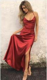 Vestidos de seda de quinceañera online-Sexy DArk Red Side Split vestidos largos de fiesta de graduación con espalda Criss Cross Floor Length seda elástica como la noche de satén vestidos de fiesta de graduación