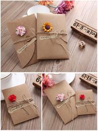 Biglietti da visita fiore fatti a mano online-1Pc fai da te della carta kraft fiore Handmade Secco dell'invito cartolina d'auguri con la busta di Natale di compleanno nozze favori Cards