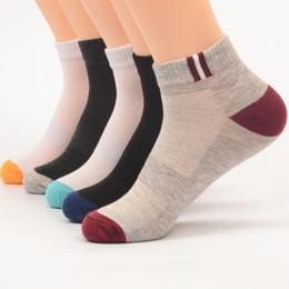 2019 herrenmode socken Neue Art und Weise Mens Designer festen Socken Herren-Frauen-Qualitäts-Kurz Socke Herren Teen Sock Großhandel rabatt herrenmode socken
