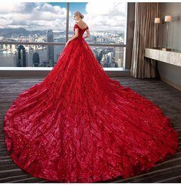 2019 vestidos de casamento da bola da cauda longa Lace Vestido de Noiva 2019 Luxurious Vestidos de noiva Marfim Custom Made até o chão Alças Red nupcial vestido de baile Long Tail vestidos de casamento da bola da cauda longa barato