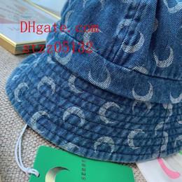 2019 chapéu flexível do vaqueiro da borda Largo Aba Floppy Fold Sun Hat Carta em relevo Chapéus de Verão para as mulheres Fora Da Porta cowboy proteção solar chapéu de palha chapéu de praia das mulheres v-c3 desconto chapéu flexível do vaqueiro da borda