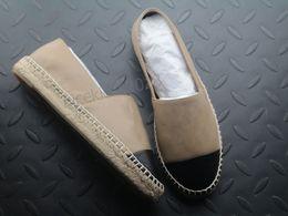 Medias zapatillas online-Clásico diseñador de zapatos casuales Zapatillas Suave de piel de vaca Mocasines Alpargatas de cuero Cap Toe Canal Lienzo Media moda Señoras de lujo Resbalón