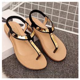 AGUTZM Sandalias para mujer 2018 Sandalias de verano Zapatos de mujer con lentejuelas planas Damas hermosas Sandale negro Femme desde fabricantes