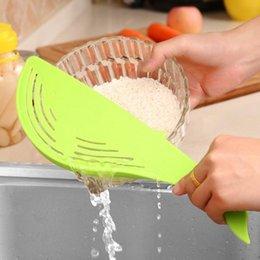 Riz de nettoyage en plastique en Ligne-Creative Clean Rice Machine bâton Laver riz manuel bande dessinée baleine animal de qualité alimentaire en plastique cuisine outils de cuisine