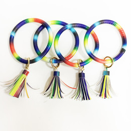 Llaveros niña online-201.910 PU cuero de la pulsera del arco iris Llavero colorido llavero del círculo de la borla del mitón muchacha de las mujeres de las pulseras del arco iris Llaveros regalos M732F