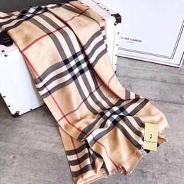 Argentina 1 unids Marca de Lujo bufanda de las mujeres bufanda Diseñador clásico clásico a cuadros Bufandas 9colors Shawls Wrap With Tag 180x90Cm Shawls Collar Bandas Suministro