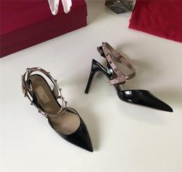 Canada Mode luxe designer femmes sandales chaussures à talons hauts sangle 9cm avec des goujons à talons hauts en cuir bout pointu pompes chaussures habillées supplier pump stud shoes Offre