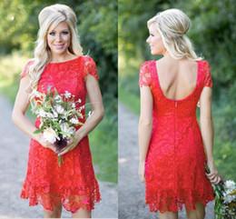 estilo vestido de vestido vermelho Desconto Eleagnt Vermelho Cheia Do Laço Curto Vestidos de Dama de Honra Barato Estilo Country Ocidental Tripulação Pescoço Cap Mangas Mini Backless Homecoming Vestidos de Cocktail