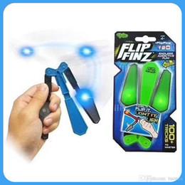 Fiadores de fidget azul on-line-Nova Flip Finz Fidget Spinner Brinquedos Azul Vermelho Verde Twirl Flip Light Up Com LED OVP Endless Viciante Fun Assorted Brinquedos Para adolescentes