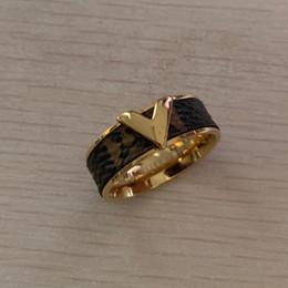 Jóias china 18k on-line-2019 Atacado DELUXE Marca de Jóias em aço inoxidável 18 k prata ouro rosa flor super carta de amor homens meninos anéis anels Para As Mulheres