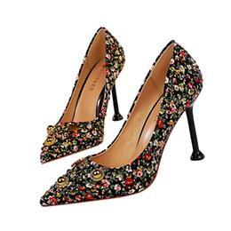 abiti da sposa aa Sconti Retro strass Lady Dress Shoes Women Heels Pumps Tacchi alti Festival Party Scarpe da sposa a spillo Ballerine formali Scarpe da lavoro GWS628