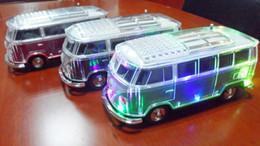 Yeni Otobüs Bluetooth Hoparlör Coloful LED Lamba Müzik Çalar Araba Kablosuz Taşınabilir Hoparlörler Led Işık FM Radyo TF USB Aux nereden radyo lambası tedarikçiler
