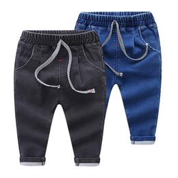 Дети в джинсах онлайн-Детская мода джинсы мальчиков и девочек сплошной цвет эластичные талии джинсы брюки брюки детская одежда 2 цвета