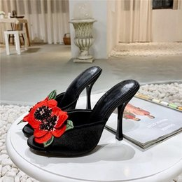 2019 stilettos floreali Summer new satin tacco alto Flower bordare Stiletto fish mouth slippers Silk surface Rose Pantofole da donna sconti stilettos floreali